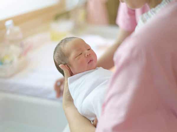 Sinh con vào tháng cô hồn có tốt không?